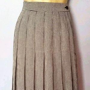 Vintage plaid skirt size 8 Ellen fig pleated